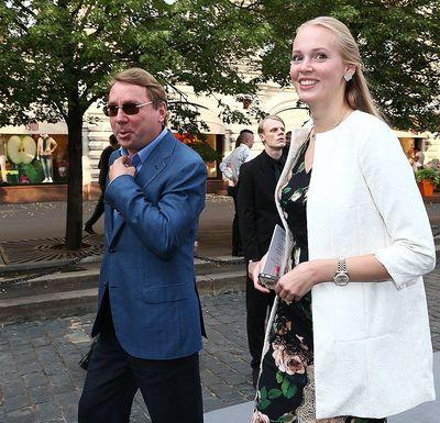 Медведев с Басковым выступили на свадьбе разжалованного управделами президента