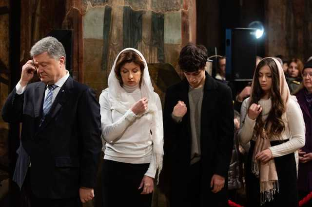 У Марины Порошенко во время вручения Томоса набухли соски