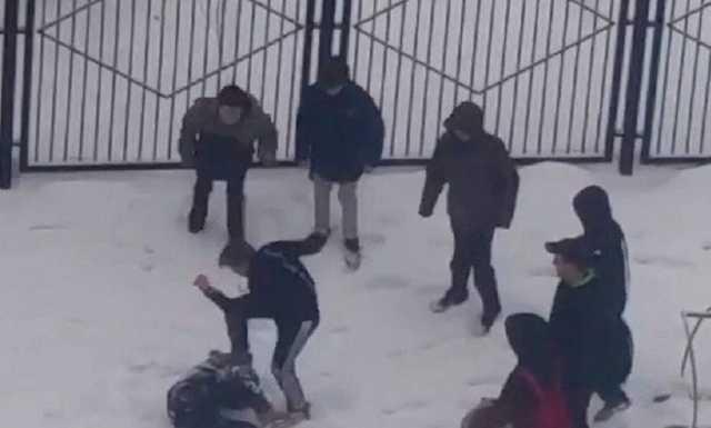 В Ростове-на-Дону школьника избили на глазах у сверстников, прыгая на его голове