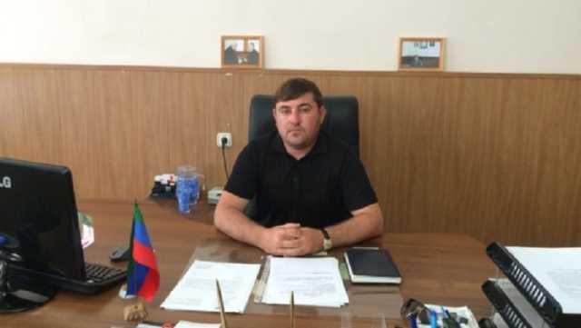 Глава госучреждения в Дагестане раздал должности родителям и жене