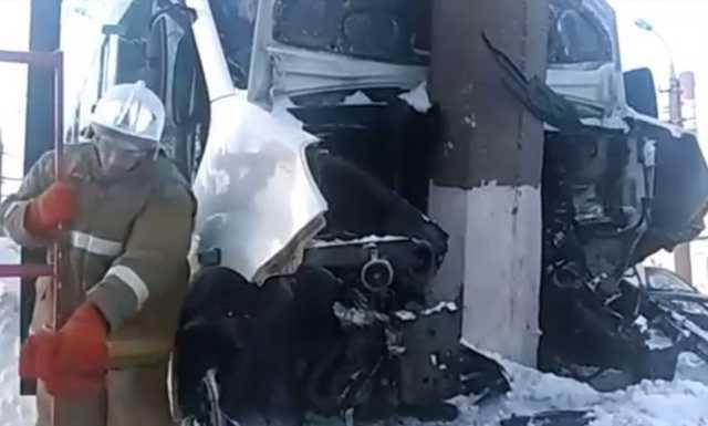 Три ребенка, 16 взрослых: в Башкирии пассажиры автобуса пострадали в ДТП