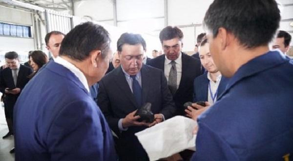 Аскар Мамин купил казахстанскую обувь за 12 тысяч тенге