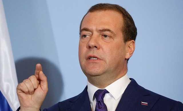 Медведев отреагировал на захват заложников в школе в Казани