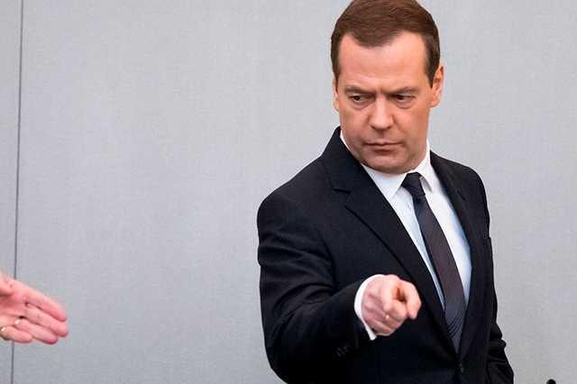 Медведев заявил о разгильдяйстве при выполнении поручений Путина