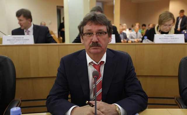 Самый богатый депутат Сургута задекларировал 29 квартир и 10 самолетов