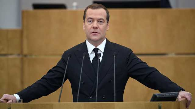 Медведев не исключил переход на четырехдневную рабочую неделю