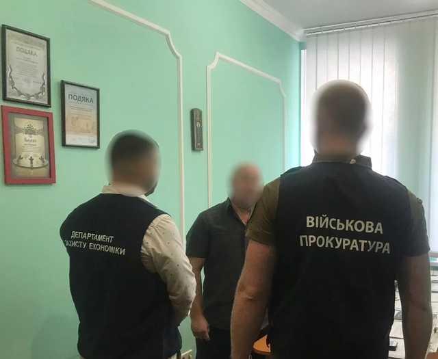 В Киеве на взятке в 2 тыс. долл. задержали замдиректора департамента КГГА