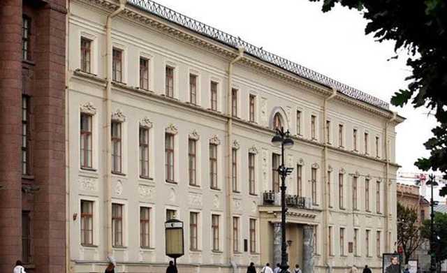 Не состоявшийся депутат распылил газ в окно прокуратуры Петербурга