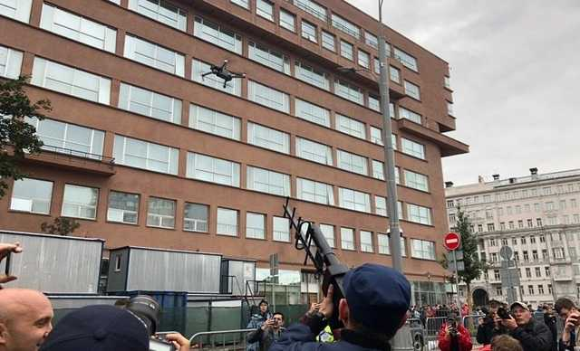 Полиция перехватила квадрокоптер на митинге в Москве