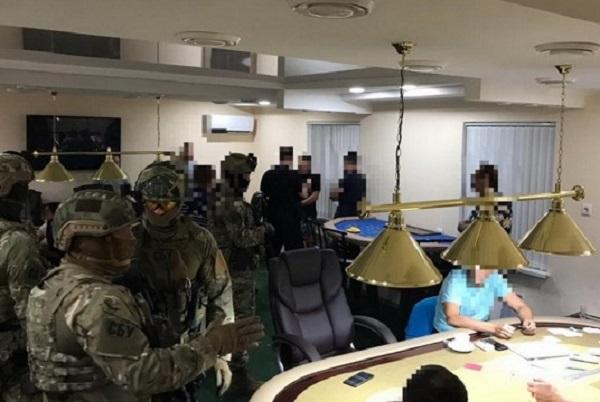 """Полиция обезвредила управляемую """"ворами в законе"""" шайку, которая контролировала юг Украины"""