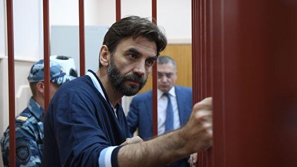 Суд не стал продлять арест средств на 19 банковских счетах по делу экс-министра Абызова